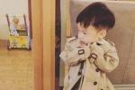 范玮琪儿子翔翔长成小型男 穿风衣外套狂扮帅