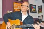 《爱你在心口难开》原唱鲍比·维病逝 享年73岁