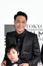 《脱皮爸爸》亮相东京红毯  吴镇宇费曼父子齐上阵