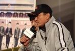 """11月6日,""""叶京青春三部曲""""在京正式启动,并试映了三部曲第一部《记得少年那首歌》。导演叶京和监制冯小刚于映后与影迷及媒体见面,两位多年老友坐在一起回忆了不少与那段""""红色青春""""有关的记忆。"""