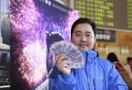 11月6日,上海影城在线上线下同时开启4K/3D/120帧版《比利·林恩中场战事》预售,场面异常火爆,前一天晚上8点已经有影迷开始排队,甚至有江浙影迷早早赶来排队,一票难求。