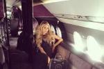 名媛帕丽斯·希尔顿乘私人飞机出行 打扮优雅奢华