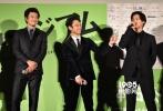 电影《恶魔蛙男》于当地时间11月12日在东京新宿举行影片首日上映舞台见面会,导演大友啓史携主创小栗旬、妻夫木聪、尾野真千子以及野村周平亮相。