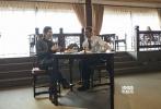 11月15日,来华宣传《间谍同盟》的布拉德·皮特,前往在上海豫园参加直播活动,他不仅学习了功夫茶、书法等中国文化活动,还用自己的迷人双眼向全中国粉丝放电,并送上飞吻。男神还展示出自己多才多艺的另一面。