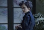 """由好莱坞""""鬼才""""导演蒂姆·波顿执导的《佩小姐的奇幻城堡》即将于12月2日在中国内地上映,这部电影极具""""波顿式美学""""风格,同时有史诗般的奇幻冒险,大开眼界的角色和游乐场骷髅大战等等精彩看点,是年底影迷最不可错过的电影之一。"""