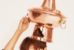 """11月19日,第八届澳洲电影节在澳大利亚悉尼举行颁奖仪式。在《火锅英雄》中扮演刘波的陈坤凭借出色的演技,实力斩获最佳男主角奖。除了本届""""影帝""""得主陈坤,电影《火锅英雄》同时横扫最佳影片、最佳剧本、最佳女演员奖,成为全场最大赢家。"""