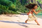 由迪士尼影业出品的动画冒险喜剧《海洋奇缘》(Moana)将于11月25日同步北美登录全国影院。这部由《疯狂动物城》、《超能陆战队》、《冰雪奇缘》原班人马打造的最具野心之作,保证了迪士尼动画一贯的高水准视效,却又独辟蹊径打破以往故事结构及人物设置,突破了以往动画大片的格局,令人眼前一亮。激荡人心的冒险使命,交织惊险与逗趣的新奇故事,以及壮阔唯美的海洋特效,共同组成了一道动画饕餮盛宴,也为疲软的观影市场注入活力。