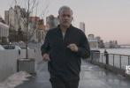今日,由华纳兄弟电影公司出品的震撼空难大戏《萨利机长》发布首支制作特辑,除展现了影片中令人震惊的飞机迫降场面,更首次揭秘了208秒迫降奇迹之后的真相。影片由奥斯卡金像奖最佳导演克林特·伊斯特伍德执导,汤姆·汉克斯、艾伦·艾克哈特等人主演,影片定档12月9日登陆全国影院。