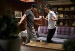 韩国新片《哥哥》已于11月23日上映,而片方也趁热打铁发布了一组曺政奭和都暻秀两位主演的剧照,展现片中最具看点的搞笑和感人场面。