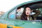 """由张末执导,倪妮、霍建华、马苏、王大陆主演的2016贺岁毒鸡汤女性电影《28岁未成年》将于12月2日登陆全国银幕。令人欣喜的是,11月26日19时,该片将在北京、上海、广州、深圳四大一线城市开放点映,提前为广大都市女性""""供暖""""。今日,片方还曝光了一张手绘版海报,清新唯美的画风让人眼前一亮,四位主创形神兼备的漫画形象也收获影迷一片赞誉。另外,日前该片发布了一支""""重返17岁""""话题视频,片中众人回忆17岁的时光,有人追悔不已有人心怀感激,引发观众无限感慨,表示无论何时都要记得爱自己"""