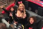 """玛丽亚·凯莉(Mariah Carey)之前在录制真人秀《玛利亚的世界Mariah's World》时,曾邀请了数名粉丝陪伴她试穿婚纱。而在不久前和澳大利亚土豪James Packer取消了婚约后,今年46岁的她说再看自己穿着婚纱时的画面,心里真是""""苦乐参半""""。"""