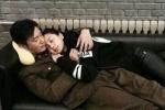 Angelababy探班黄晓明 直接躺在老公怀里睡着了