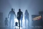近日,《银河护卫队2》导演詹姆斯•古恩在脸书上曝光了片中新外星人Brahil的造型。该角色将由古恩好友斯蒂芬•布莱克哈特饰演。布莱克哈特也曾在《银河护卫队》中出演Knowhere Dispatcher一角。此番古恩借曝照之机顺便祝福好友生日快乐。