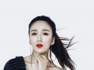 娄艺潇最新生日写真曝光 美腿红唇大秀傲人身材