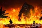"""《帝国》现在无疑已经成为新片宣发的重要阵地,近日该杂志独家曝光了一张《金刚:骷髅岛》的概念图,""""金刚""""咆哮着穿越火海,它眼前有两个人仓皇逃生。鉴于""""抖森""""汤姆·希德勒斯顿在片中担任主演,所以他应该是被""""金刚""""追杀的人之一。"""