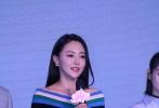 9日,电视剧《三生三世十里桃花》发布会举行,杨幂身穿黑皮衣搭粉嫩短裙大秀筷子腿,迪丽热巴一身红皮裙现身,不时吐舌卖萌。