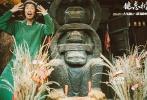"""""""王千源台词功底真好,一张嘴都是戏!""""这是观众看完电影《健忘村》王千源人物特辑之后的评价。在昨日发布的特辑中,王千源一改往日文艺形象,以搞笑、颠覆的造型出镜,但依然掩盖不住男神的演技光环。"""
