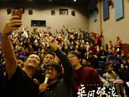 《乘风破浪》春节档上座第一 韩寒惊喜现身影院