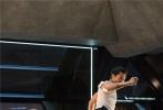 """续集电影向来都不容易拍,而这次《极限特工》大IP的""""终极回归""""更是面临着重重困难:如何让范·迪塞尔饰演的桑德·凯奇成功""""复活"""",并为这个系列开启一个更炫酷、更热血的全新篇章,是这部《极限特工》的最大挑战。"""