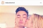《绯闻女孩》Chuck陷忘年恋?与Serena妈妈热吻