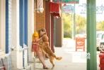 春季档唯一一部萌宠治愈系电影《一条狗的使命》即将于3月3日登陆内地大银幕。电影由两次提名奥斯卡金像奖最佳导演的拉斯·霍尔斯道姆执导,讲述了狗狗贝利经历多次重生,最终又回到了最初的主人身边的故事。片方今日发布了口碑视频,观众不吝盛赞极力推荐,感叹狗狗与人类四生四世相依相守的温情。该片的八大看点一同揭秘,为春日带来一股令人眼角含泪嘴角含笑的治愈系暖流。