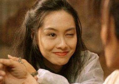 朱茵红毯尴尬露肚腩 网友:紫霞仙子还是老了啊