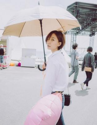 王珞丹戛纳写真曝光 气球木马成道具童心大发