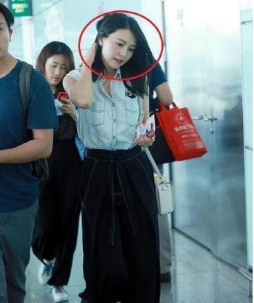 高圆圆机场无ps照曝光 网友:像是怀孕了(图)