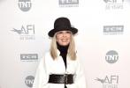 """洛杉矶当地时间6月8日,美国电影学会(AFI)举办第45届终身成就奖典礼,此次奖项的得主黛安·基顿登台获领荣誉,向来不愿离开纽约的伍迪·艾伦罕见现身致辞。此外,""""石头姐""""艾玛·斯通、瑞茜·威瑟斯彭以及老戏骨""""梅姨""""、摩根·弗里曼、阿尔·帕西诺等众多明星纷纷现身。"""