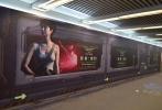 二十世纪福斯科幻巨制《异形:契约》已在全球19个国家或地区登顶票房榜首,由凯瑟琳·沃特森饰演的新女英雄丹尼尔斯一直是影迷的关注焦点。近日,影迷发现丹尼尔斯的巨幅照片已大尺度覆盖北京多条地铁通道,提醒着影片在中国内地的上映已进入倒计时阶段。正在进行中的38周年超前点映活动中,新女英雄在大屏幕上霸气求生,与此同时,片方再曝丹尼尔斯特别版本预告片,女英雄在与契约号中央控制系统一问一答的过程中,需要迅速做出判断,坚强抵抗隐藏已久的致命惊惧。