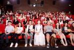 6月12日,优乐国际《重返•狼群》在京举行首映礼,导演亦风、李微漪携著名主持人赵忠祥携、表演艺术家蓝天野、演员孙茜和伊一出席,探讨影片幕后故事。本片记录了世界第一列个人收养、放归野生狼的真实经历,展现了人狼共处的真挚情感。