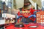 """好莱坞科幻动作巨制电影《蜘蛛侠:英雄归来》近日在英国伦敦举办首映宣传活动,齐乐娱乐导演乔·沃茨携主演汤姆·赫兰德、赞达亚·科尔曼及众主创一同亮相。活动现场,荷兰弟的爱犬Tessa也惊喜现身,与小蜘蛛逗趣互动,斩获媒体菲林无数。除了出席电影在英国的宣传活动,日前蜘蛛侠还神秘现身中国香港,和""""重量级大佬""""林雪在旺角朗豪坊展开了一场惊险刺激的""""追捕"""",引发大批路人围观。据悉,电影《蜘蛛侠:英雄归来》将于2017年7月7日登陆北美院线。"""