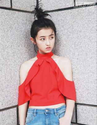 张子枫全新街拍大片上线 演绎夏日清爽甜美少女