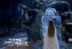 """由刘亦菲、杨洋主演的玄幻爱情电影《三生三世十里桃花》将于8月3日下午2点在全国各大影院正式上映。片方发布制作特辑,曝光电影三年制作历程中,关于道具、场景的种种细节。为打造最具说服力的""""八荒四海"""",呈现最为震撼的视觉特效,剧组不惜成本,不仅纯手工制作200多套演员服装,更专门定制超过2600件兵器,力求每个细节都精益求精。"""