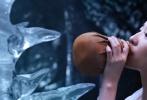 """由刘亦菲、杨洋主演的玄幻爱情电影《三生三世十里桃花》目前正在全国各大影院热映当中。片方发布""""有情人""""版同名主题曲MV,视频中刘亦菲、杨洋两人和声对唱,将歌曲演绎出了与原唱那英完全不同的独特风格。MV同时曝光刘亦菲、杨洋两人在片场的幕后花絮,两人在片场不时相视而笑,气氛融洽欢乐。"""