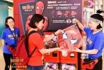 """近日,好莱坞科幻冒险动作巨制《蜘蛛侠:英雄归来》在北京三里屯太古里打造的""""游南网北""""蜘蛛侠大型主题活动圆满落幕。活动期间,吸引了众多影迷和网友的关注和参与,还引来不少明星争相合影,知名演员吴尊等纷纷在社交平台上晒出自己与蜘蛛侠一起大摆吐丝pose的帅气身姿。电影《蜘蛛侠:英雄归来》由美国哥伦比亚影片公司和漫威影业联合出品,将于9月8日以3D、IMAX3D、金沙娱乐巨幕3D制式在全国正式上映。"""