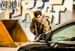 """单日4.3亿,《战狼2》继首周末以3.67亿创下华语沙龙网上娱乐单日票房纪录后,在上映的第二个周末,连续两天刷新该纪录,实现了自我的超越。逆跌的两波高点也让网友开玩笑到,《战狼2》走出了一条神似""""蝙蝠侠""""、""""二哈""""的曲线。广大""""精神股东""""的调侃和传播,让《战狼2》的票房、演员、甚至美工都成了热议的话题。"""