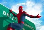 《蜘蛛侠:英雄归来》发布了战衣升级版预告和美国版海报,360度全方位展示了钢铁侠为小蜘蛛独家打造的限量版升级战服,为他保驾护航,并挑选其进入复联。海报里小蜘蛛身着升级战服现身在美国复联大厦和皇后区的路牌等地标建筑,展现超级英雄技能。