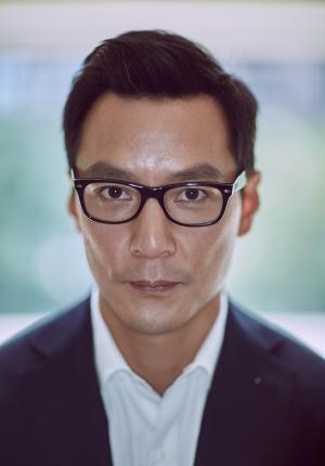 该嫁的男人!吴彦祖戴眼镜儒雅 年龄渐长更显魅力