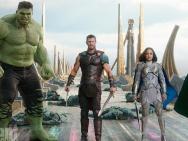 《雷神3》新剧照锤哥洛基同框 锤子要被拍卖啦!