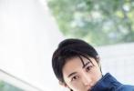 据悉,张子枫正在拍摄青春校园偶像剧《我和两个TA》 。