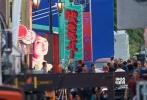 """11月1日,《复仇者联盟4》再度曝出一组片场照,小罗伯特·唐尼和马克·鲁法洛双双现身,盖章认证将在本集中继续""""存活""""。"""