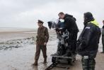 """由著名导演克里斯托弗·诺兰执导的动作剧情战争片《敦刻尔克》将于9月1日重磅登陆全国约430家IMAX影院。今日,一支诺兰日前在北京接受采访的特辑曝光,他独家揭秘利用IMAX技术拍摄和制作《敦刻尔克》的创作历程,细数与IMAX十几年间经典频出的成功合作,并称观看IMAX版《敦刻尔克》的体验""""将刻骨铭心""""。"""