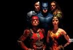 作为DC和华纳旗下规模最大的影片,《正义联盟》一直备受关注。近日,影片公布了全新的五张人物海报。在海报上,钢骨、海王、闪电侠、蝙蝠侠、神奇女侠一起现身,按照惯例还是缺少了超人的身影。这五张海报分别用不同的颜色区分了不同的人物,在配色上颇为大胆。值得一提的是,海报上的每个人物都没有表情,目光严峻,似乎面临大敌。