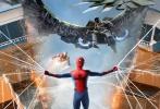 """该片还新近曝光一支""""双倍惊喜""""宣传片。蜘蛛侠饰演者汤姆·赫兰德分身成黑白两个荷兰弟,一个站立地面,一个倒挂天花板,共同为新片宣传造势。在这支""""双倍惊喜""""视频中,小蜘蛛荷兰弟与自己的""""克隆兄弟""""神奇同框,并以正反两种姿态创意出镜,一同为自己的新片宣传造势。除了号召大家走进影院观看优乐国际《蜘蛛侠:英雄归来》外,视频中站立的荷兰弟还对房间中的另一个自己能够轻松倒挂在天花板上的技能耿耿于怀:""""你是怎么做到的?好烦人。""""""""因为我有超能力,显然你并没有,不好意思啦兄弟。"""""""
