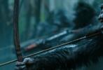 """《猩球崛起3:终极之战》""""人猿决战""""终极预告全球首发,当猿族与人类的矛盾愈演愈烈,一场决定两大物种生死存亡的PK火热上演。预告中,""""猿族icon""""凯撒、反派上校,以及""""凯撒的老铁们""""毛里斯、卢卡、火箭等重要卡司逐一登场。新加入的角色人类女孩Nova出场自带谜团,小坏猿的出现增添喜感,又让凯撒的复仇之路如虎添翼。"""