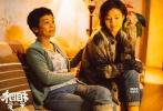 """由张艾嘉执导并主演的电影《相爱相亲》将于10月27日上映,影片中张艾嘉与郎月婷饰演母女,关系亲密却时常互不理解,张艾嘉认为""""这是任何母女都会有的共鸣"""",郎月婷也笑称""""同一个世界同一对母女""""。影片入选第22届釜山国际电影节闭幕影片,继《喊·山》后,郎月婷再战釜山电影节,作为新一代""""张女郎"""",她在影片中演绎出当今社会年轻女性的典型形象,为了贴近角色,更毫不犹豫剪发至""""人生最短""""。该片由张艾嘉、田壮壮、郎月婷、宋宁峰、吴彦姝联袂主演,耿乐、谭维维客串演出。"""