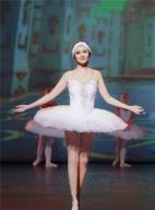 55岁关之琳穿紧身衣跳芭蕾 美艳犹存尽显有致身材