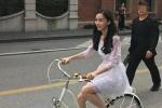 Baby骑自行车街头拍广告仙气十足 不料遭公安点名