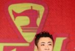 """由大鹏(董成鹏)导演,大鹏、乔杉、娜扎、李鸿其、韩童生、曲隽希主演,于谦、岳云鹏联合出演的喜剧电影《缝纫机乐队》将于9月29日全国上映。9月27日,导演大鹏携主创乔杉、李鸿其、韩童生、曲隽希、于洋及编剧苏彪抵达广州,开启了全国四站首映礼的最后一站。广州首映礼上,电影经受了南方观众检阅,现场""""笑""""果爆棚、欢乐不分地域,燃爆影院的粤语金曲更是打通南北燃点,片尾大合唱引发全场抖腿热潮,观众大呼:好嘢!"""